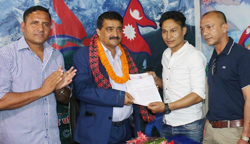 NNIPA President Deepak Shrestha (right) handing over the memorandum to NSC Member Secretary Ramesh Silwal as Honorary President Deepak Bista (extreme left) and Vice-president Hari Khadka look on, in Kathmandu on Thursday, July 18, 2019. Photo: THT