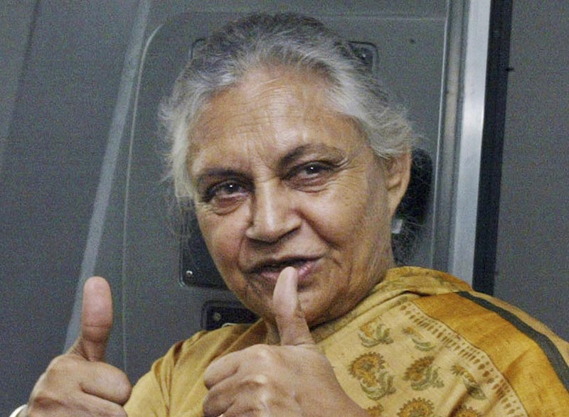 Delhi state Chief Minister Sheila Dikshit displays the thumbs-up symbol as she rides a metro train in New Delhi, India, October 26, 2006. Photo: AP/File)