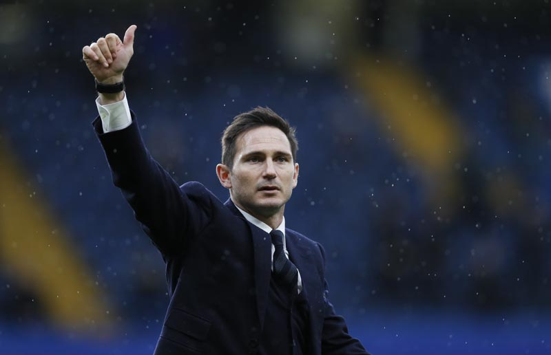 Former Chelsea player Frank Lampard does a lap of honour at half time during the English Premier League soccer match between Chelsea and Swansea City at Stamford Bridge stadium in London on Saturday, Feb. 25, 2017. Photo: AP