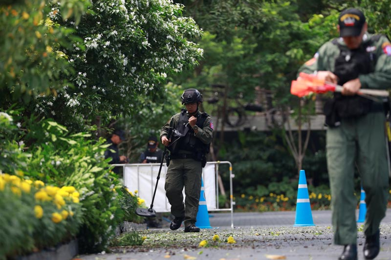Police Explosive Ordnance Disposal (EOD) officers work following a small explosion at a site in Bangkok, Thailand, August 2, 2019. Photo: Reuters