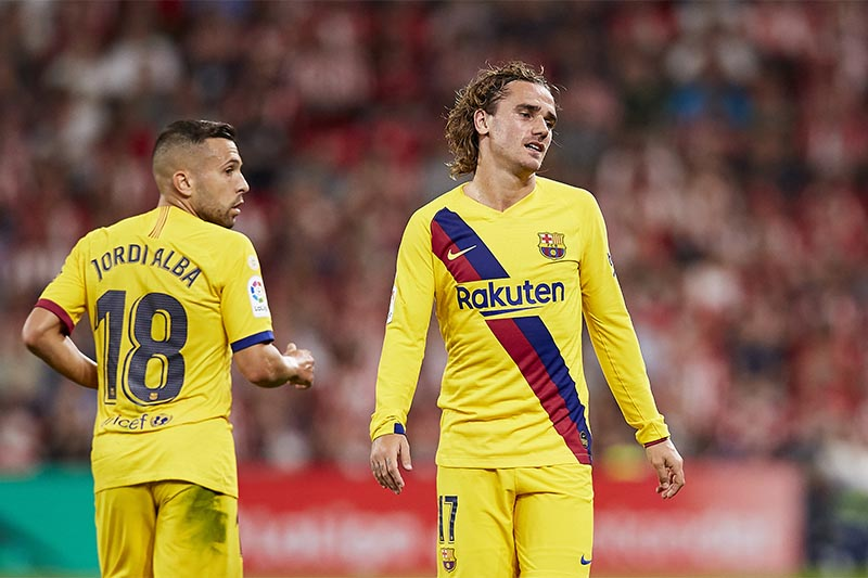 Barcelona's Antoine Griezmann (right) reacts during the Spanish La Liga soccer match between Athletic Bilbao and FC Barcelona at San Mames stadium in Bilbao, northern Spain, on Friday, August 16, 2019. Photo: AP
