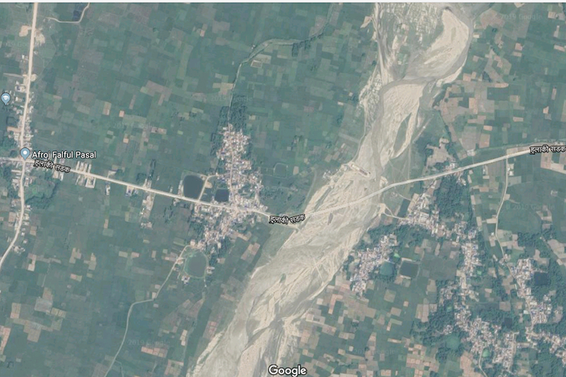 This satellite image shows the Postal Highway crossing the Khadak River, in Bodebarsain Municipality of Saptari district. Image: Google Maps