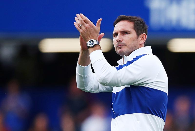 Chelsea manager Frank Lampard applauds the fans after the match during the Premier League match between Chelsea and Leicester City, at Stamford Bridge, in London, Britain, on August 18, 2019. Photo: Reuters