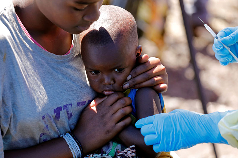 A child reacts as a health worker injects her with the Ebola vaccine, in Goma, Democratic Republic of Congo, August 5, 2019. Photo: Reuters/ File