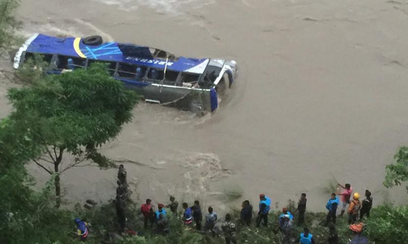 Security personnel putting effort to rescue passengers of the bus partly submerged in Trishuli River, at Salanghat, in Benighat Rorang Rural Municipality-3, of Dhading district, on Friday, August 9, 2019. Photo: Keshav Adhikari/THT