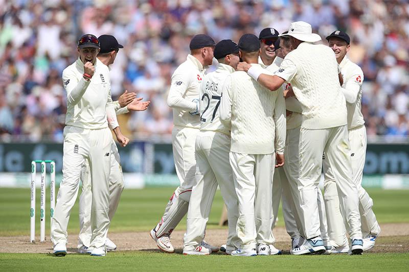 England's Chris Woakes celebrates taking the wicket of Australia's Usman Khawaja with teammates. Photo: Reuters
