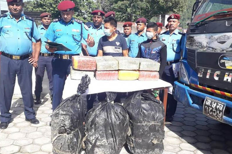 Police making alleged drug smugglers public along with the seized hashish and a truck at the DPO, Makwanpur, in Hetauda, on Thursday, August 15, 2019. Photo:Prakash Dahal/THT