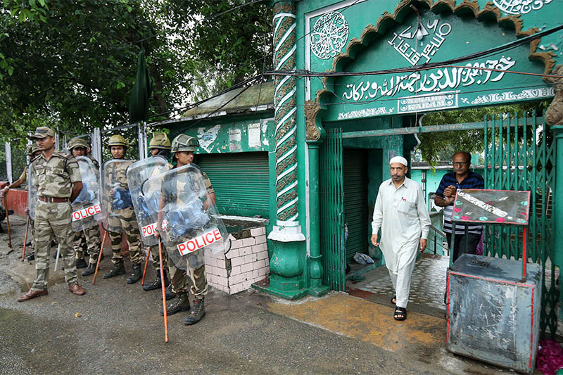 A Muslim man leaves a mosque after offering Friday prayers as Indian security force personnel stand guard during restrictions following the scrapping of the special constitutional status for Kashmir by the Indian government, in Jammu August 9, 2019. Photo: Reuters