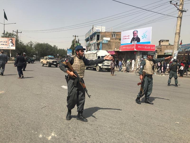 Afghan policemen keep watch near the site of a blast in Kabul, Afghanistan August 7, 2019. Photo: Reuters