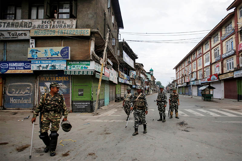 Indian security forces personnel patrol a deserted street during restrictions after the government scrapped special status for Kashmir, in Srinagar August 7, 2019. Photo: Reuters