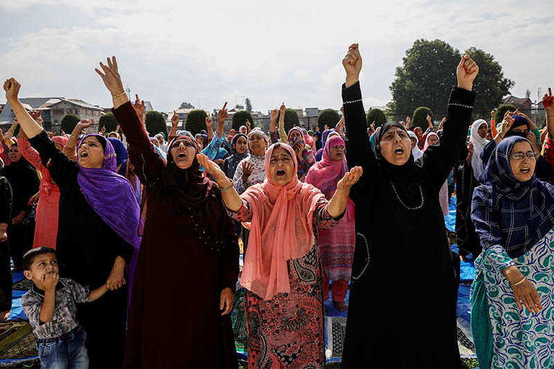 Kashmiri women shout pro-freedom slogans before offering the Eid-al-Adha prayers at a mosque during restrictions after the scrapping of the special constitutional status for Kashmir by the Indian government, in Srinagar, August 12, 2019. Photo: Reuters
