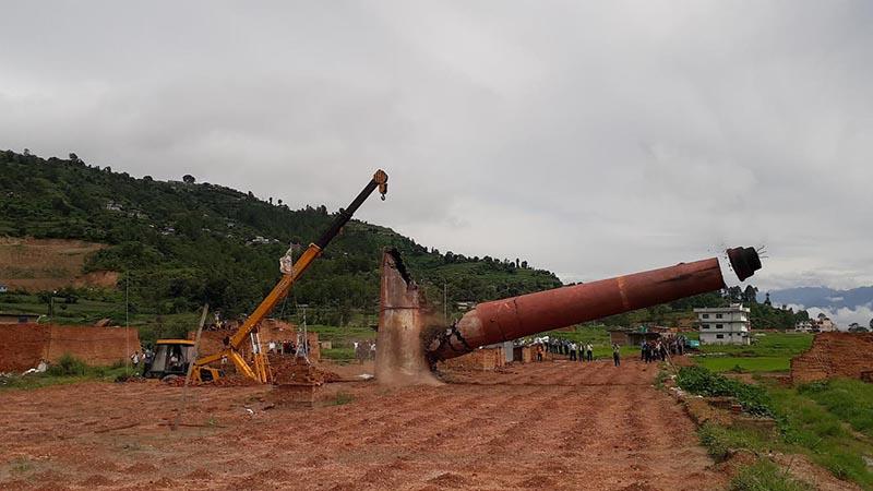 A crane being used to demolish the chimney of a brick kiln at Chisapoani of Namobuddha Municipality, Kavre, on Sunday. Photo: THT