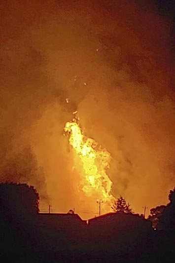 In this Thursday, August 1, 2019 photo provided by Naomi Hayes, a fire burns after an explosion near Junction City, Kentucky. Photo: Naomi Hayes via AP