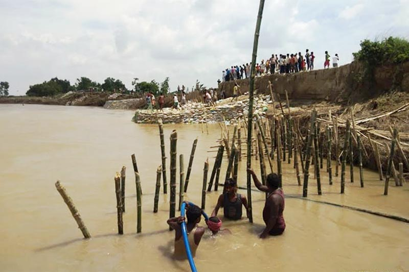 Locals repairing the embankment breached by the flood in the Lal Bakaiya River, in Rautahat, on Wednesday, July 31, 2019. Photo: THT
