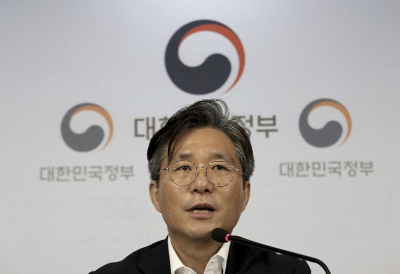 Sung Yun-mo, South Korea's minister of Trade, Industry and Energy, speaks during a press conference at the government complex in Seoul, South Korea, Monday, August 5, 2019. Photo: AP