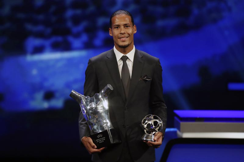 Dutch soccer player Virgil van Dijk of Liverpool holds the award of men's player of the year 2018/19 during the group stage draw at the Grimaldi Forum, in Monaco, Thursday, August 29, 2019. Photo: AP