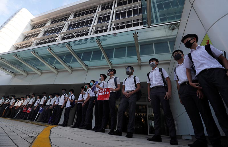 Secondary school students form a human chain as they demonstrate against what they say is police brutality against protesters, after clashes at Wan Chai district, in Hong Kong, China on September 9, 2019. Photo: Reuters