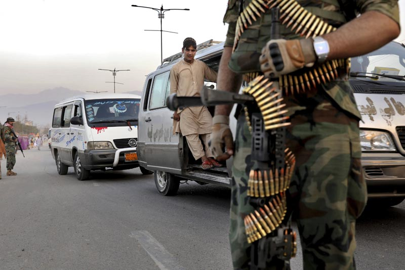 In this Tuesday, September 24, 2019 photo, Afghan National Army soldiers stand guard at a checkpoint ahead of presidential elections scheduled for September 28, in Kabul, Afghanistan. Photo: AP