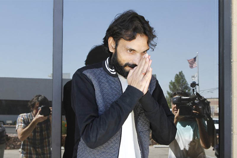 Ajay Kumar, 33, greets reporters and supporters after being released on bond from Immigrations and Customs Enforcement in El Paso, Texas, Thursday, Sept. 26, 2019. Photo: AP
