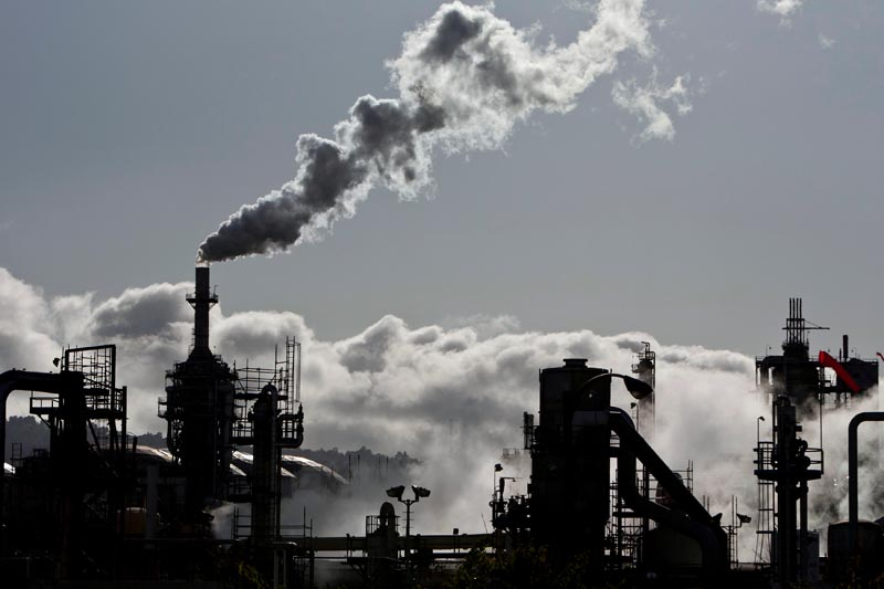 Vapor is released into the sky at a refinery in Wilmington, California March 24, 2012. Photo: Reuters/File