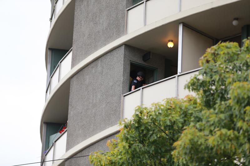 Police respond to a report of gunfire at Smith Tower Apartments in downtown Vancouver, Washington, on Thursday, October 3, 2019. Photo: Mark Graves/The Oregonian via AP