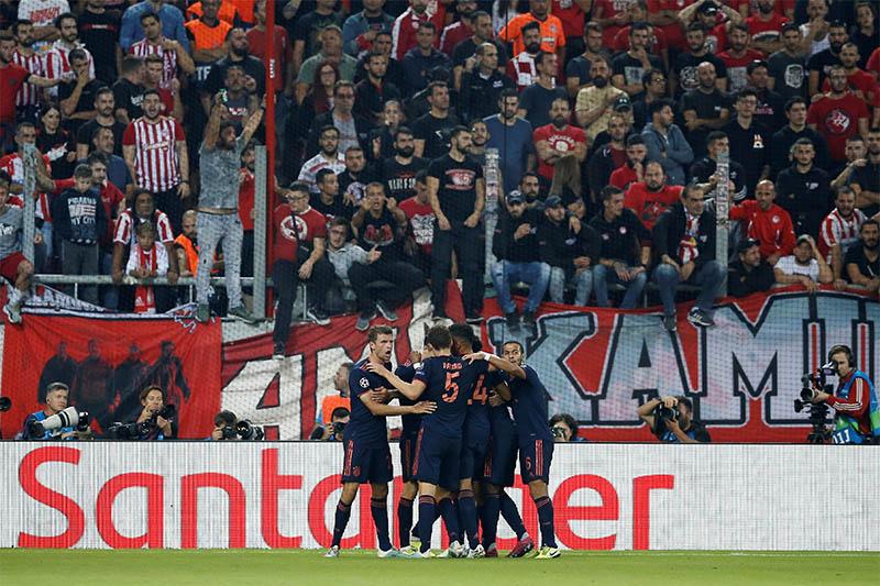 Bayern Munich's Robert Lewandowski celebrates scoring their second goal with teammates. Photo: Reuters