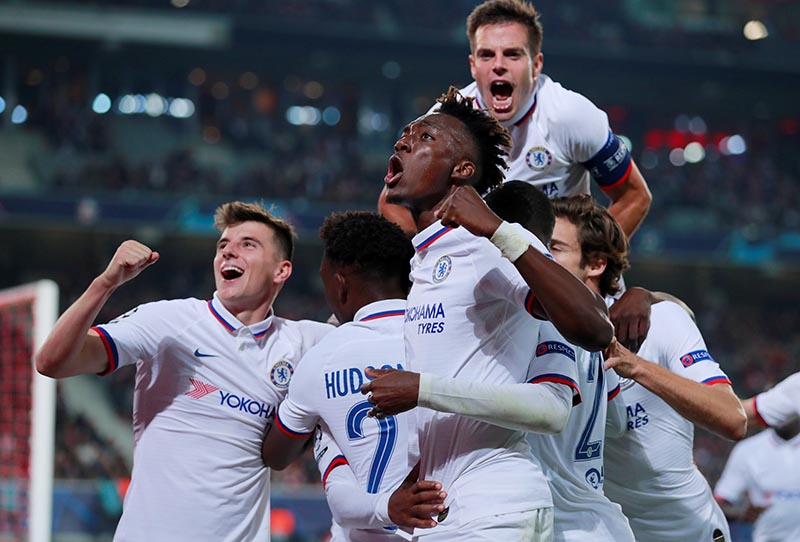 Chelsea's Willian celebrates scoring their second goal with Tammy Abraham, Cesar Azpilicueta, Mason Mount and team mates during the Champions League Group H match between Lille and Chelsea, at Stade Pierre-Mauroy, in Lille, France, on October 2, 2019. Photo: Action Images via Reuters