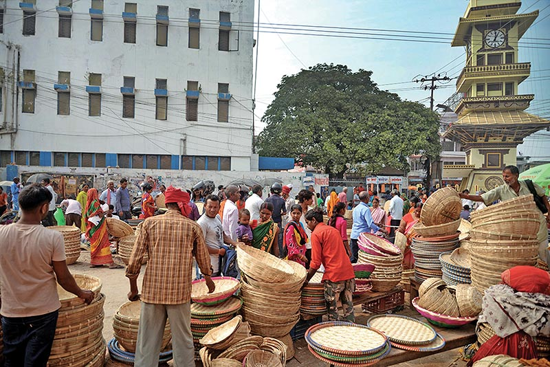 People buying bamboo products as part of preparation for Chhath festival at Ghantaghar Chowk of Birgunj sub-metropolis, on Wednesday. Photo: RSS