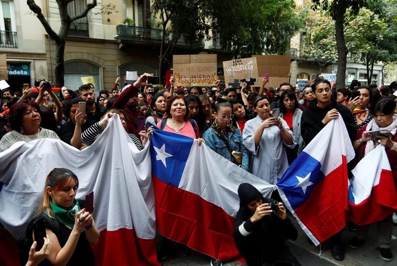 People attend a demonstration in solidarity with protests in Chile outside Chilean consulate in Barcelona, Spain, October 21, 2019. Photo: Reuters