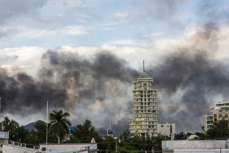 Smoke from burning cars rises due in Culiacan, Mexico, Thursday, October 17, 2019. An intense gunfight with heavy weapons and burning vehicles blocking roads raged in the capital of Mexicou0092s Sinaloa state Thursday after security forces located one of Joaquu00edn u0093El Chapou0094 Guzmu00e1nu0092s sons. Photo: AP