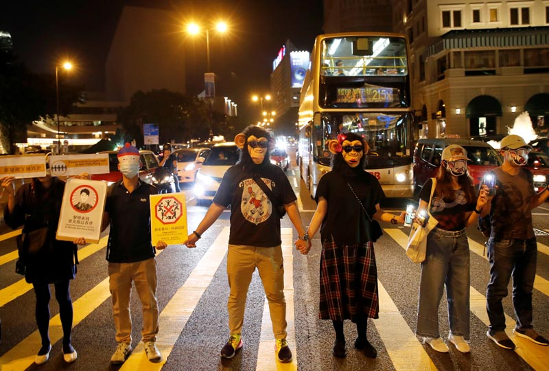 People wearing masks gather during an anti-government protest in Hong Kong, China, October 18, 2019. Photo: Reuters