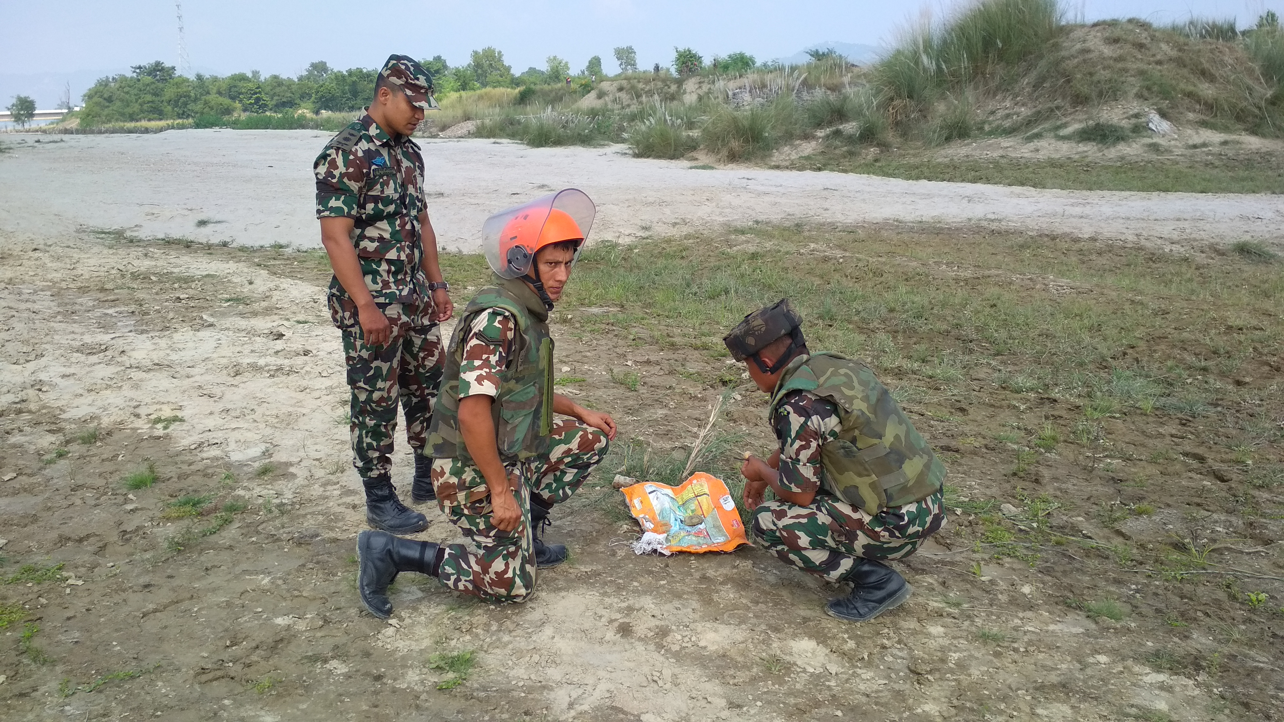 A bomb disposal squad deployed from Sher Battalion, Choharwa under the command of Captain Shri Krishna Adhikari (left) defusing a socket bomb found on Kamala River bed near Khaira Tole in Karjanha Municipality-3, Siraha district, on Monday, October 14, 2019. Photo: Suresh Chaudhary/THT