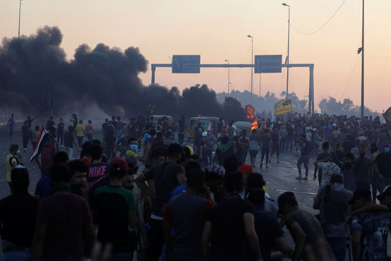 Demonstrators gather at a protest after the lifting of the curfew, following four days of nationwide anti-government protests that turned violent, in Baghdad, Iraq October 5, 2019. Photo: Reuters