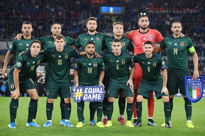 Italy players pose for a team group photo before the match. Photo: Reuters