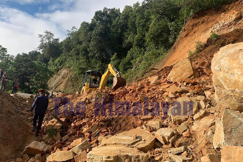 A landslide-obstructed road being cleared along the Diktel-Halesi stretch in Khotang, on Tuesday, October 1, 2019. Photo: THT