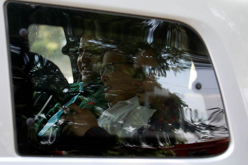 Krishna Bahadur Mahara (C) who resigned from his post as a speaker of the House of Representatives in Nepal's parliament after an accusation made by a female parliament employee that he raped her, returns from a court in Kathmandu, Nepal October 15, 2019. Photo: Reuters