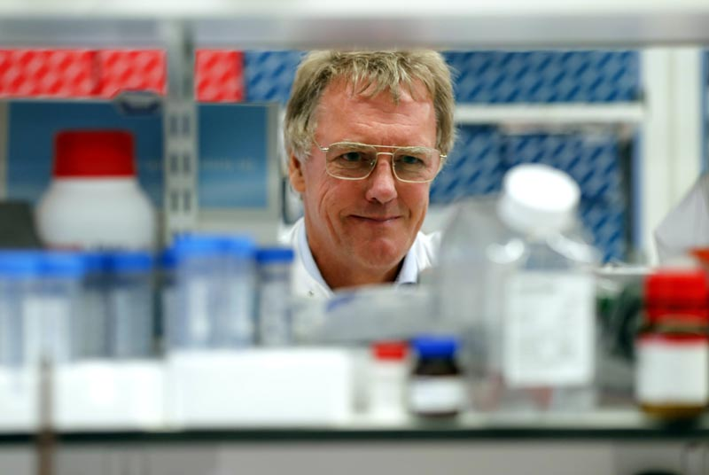 Scientist Peter J Ratcliffe poses for photos in the laboratory at the University in Oxford, England, Monday, Oct 7, 2019. Photo: AP