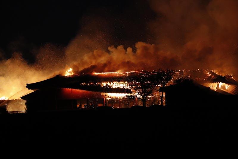 Smoke and flames rise from burning Shuri Castle in Naha, Okinawa, southern Japan, Thursday, October 31, 2019. Photo: Jun Hirata/Kyodo News via AP