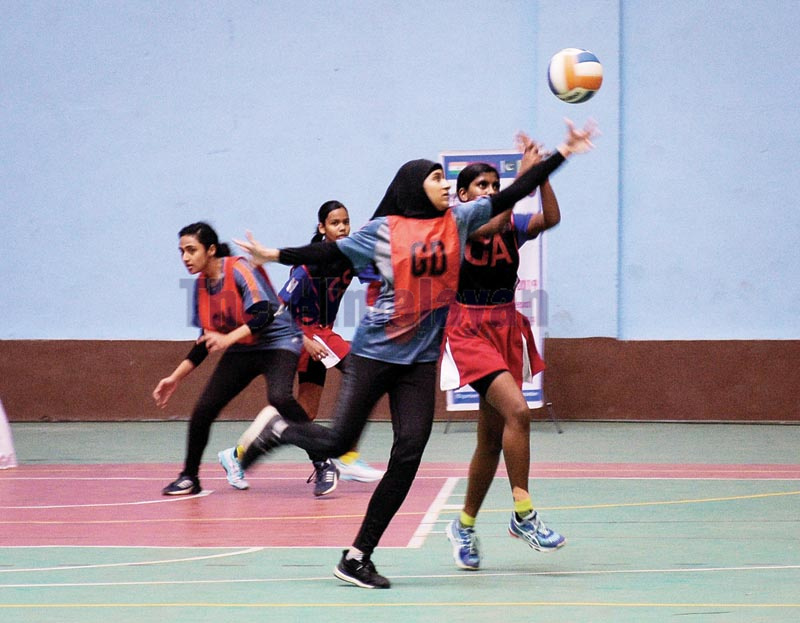 Players of Maldives and Pakistan (left) in action during their first South Asian U-16 Netball Championship match in Lalitpur on Sunday, October 20, 2019. Photo: Naresh Shrestha / THT