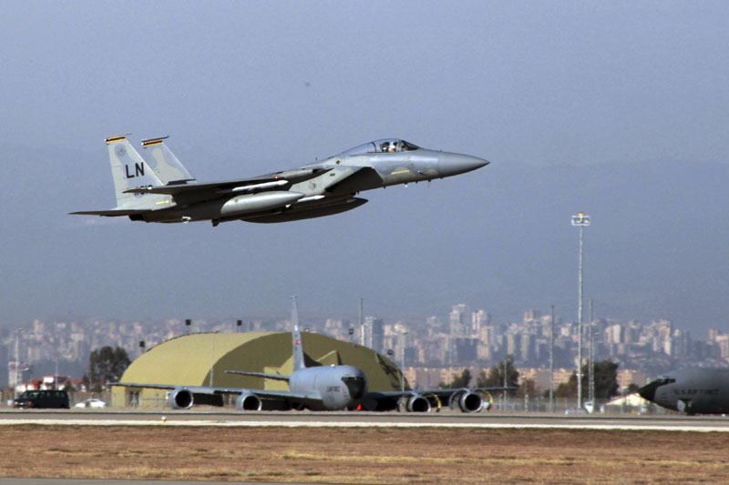 A US Air Force F-15 fighter jet takes off from Incirlik Air Base near Adana, Turkey, Dec 15, 2015. Photo: AP