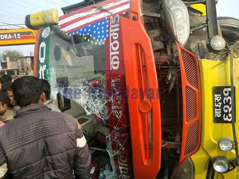 A bus that got into an accident at Ganapur along Nepalgunj-Kohalpur road section in Banke district on Thursday, November 28, 2019. Photo: Tilak Chhetri/THT