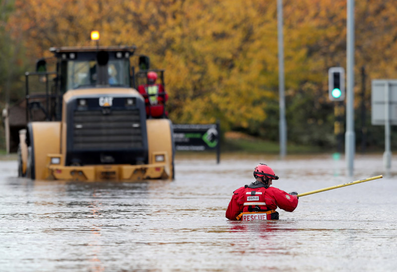 An emergency service worker stands at a flooded road in central Rotherham, near Sheffield, Britain November 8, 2019. Photo: Reuters