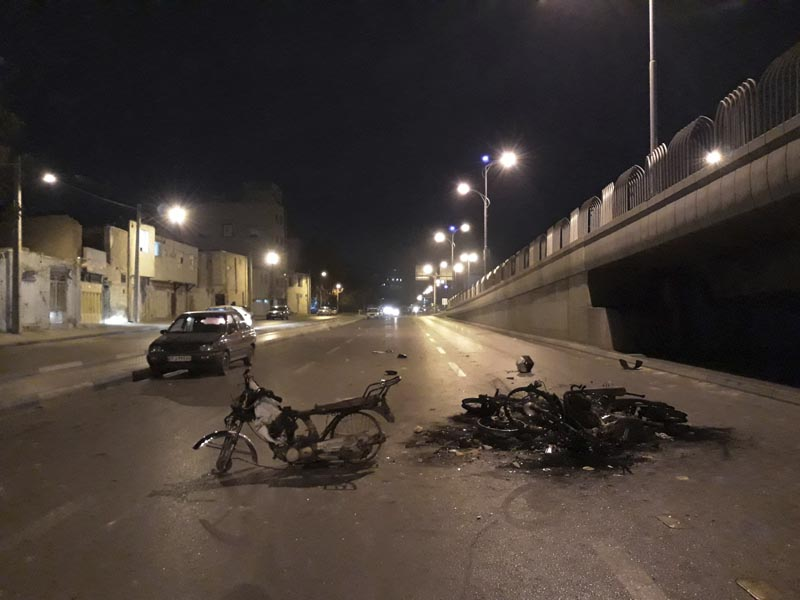 Scorched motorcycles remain on the street after protests that followed authorities' decision to raise gasoline prices, in the central city of Isfahan, Iran, Nov 16, 2019. Photo: Morteza Zangane/Iranian Students' News Agency, ISNA via AP