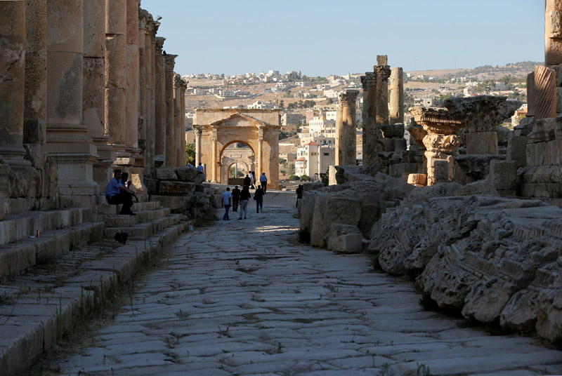 People walk along the ruins of the ancient Roman city of Jerash during the Jerash Festival of Culture and Arts in the ancient city of Jerash, north of Amman, Jordan, July 21, 2016. Photos: Reuters