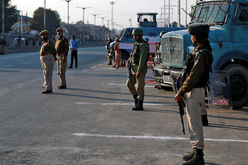Indian policemen stand guard on a road in Srinagar October 31, 2019. Photo: Reuters