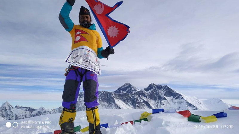 The photo shows the Paan seller on top of Ama Dablam. Photo: Peak Promotion
