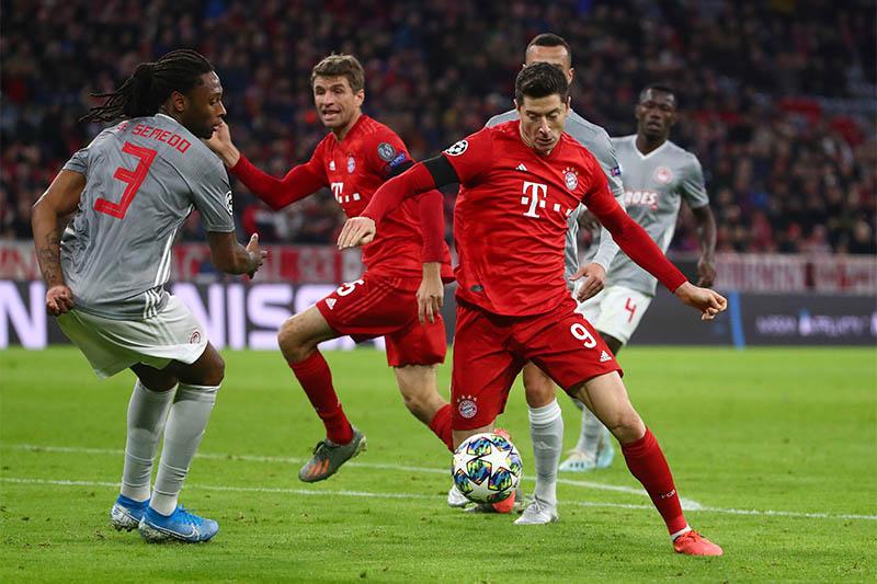 Bayern Munich's Robert Lewandowski in action with Olympiacos' Ruben Semedo. Photo: Reuters