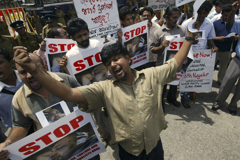 Sri Lankan journalists shout slogans during a protest demanding the government investigate into abduction and assault of fellow journalist Keith Noyahr in Colombo, Sri Lanka, May 23, 2008. Photo: AP/File