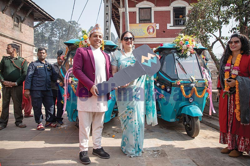 IWA President Namrita Puri (left) handing over a symbolic key of electric vehicles to Pradeep Dhakal, member secretary of PADT, in Pashupatinath temple, Kathmandu, on Wednesday. Photo: THT