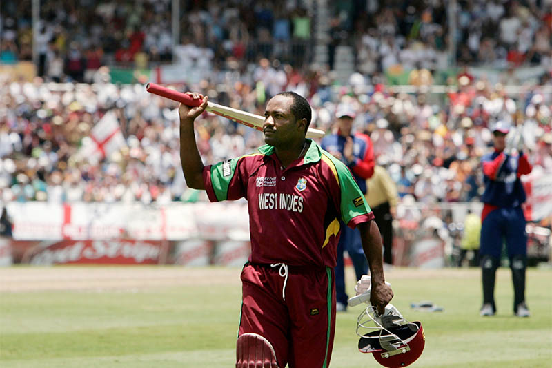 FILE PHOTO: West Indies captain Brian Lara acknowledges the crowd as he leaves the pitch after his dismissal during their World Cup cricket Super Eights match against England in Bridgetown April 21, 2007. Photo: Reuters